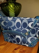 Mid Size Coach purse. in Beaufort, South Carolina