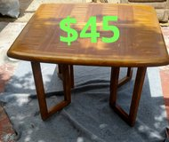 Dinning table w/leaf and 3 chairs$45 in San Bernardino, California