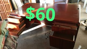 Executive wood desk$60 in San Bernardino, California