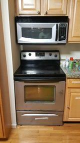 Stove, microwave, in Quantico, Virginia