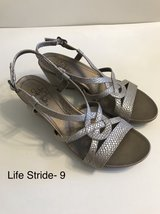 Life Stride Wedge Sandals Size 9 in Naperville, Illinois