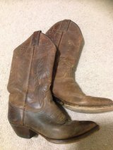 Justin Cowgirl Boots in Fort Campbell, Kentucky