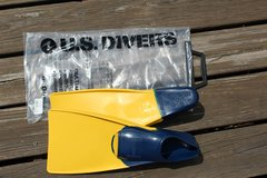 Swim Fins by U.S. Divers   Adult small fits size 5-7/Great Condition! in Plainfield, Illinois