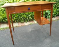 Small Office Desk in Glendale Heights, Illinois