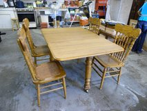 Beautiful Solid Oak Dining Room Set in Fort Leonard Wood, Missouri