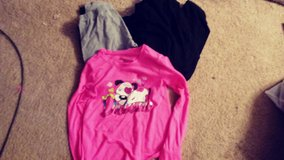 Girls size 11/13 capri, long, 1 shirt in Tacoma, Washington