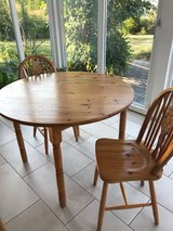 Dining Table & 2 Chairs in Grafenwoehr, GE