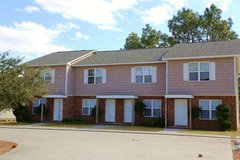 Town Home (5 miles to gate) in Camp Lejeune, North Carolina