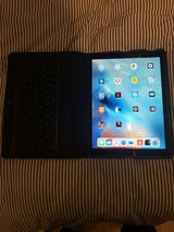 Ipad Pro 12.9 Wifi 256gb Space Gray with Logi Keyboard case purchased 2016 Great condition $600 in Stuttgart, GE