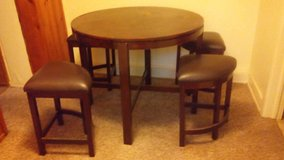 Real nice set table and 4 chairs in Fort Riley, Kansas