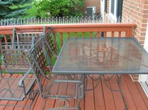 cast iron patio table & 4 chairs    Bolingbrook, IL in Lockport, Illinois