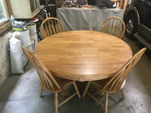 Dinning Table and chairs in Yorkville, Illinois