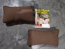 2 outdoor pillows in Fort Campbell, Kentucky