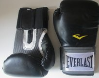 Boxing Gloves Everlast Pro Style Elite Training Gloves- Black 8 Oz in Pleasant View, Tennessee