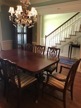 Mahogany leaf table 8 chairs in Valdosta, Georgia
