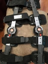 Assorted Knee Braces (6 total) in Fort Leonard Wood, Missouri
