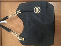 Micheal kors shoulder purse in Bartlett, Illinois