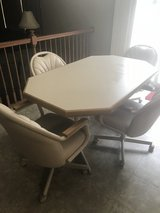 Kitchen Table w/4 chairs in New Lenox, Illinois