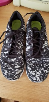 Gym Shoes Size 7 & 8 in Yorkville, Illinois