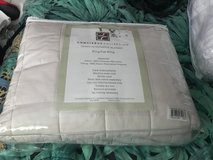 Brand New! Concierge Collection Down Alternative Blanket - MAKE ME A REASONABLE OFFER! in Cary, North Carolina