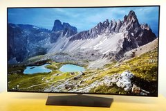 LG OLED 65 inch 4k hdr dolby vision like new 5yrs warranty in Ramstein, Germany