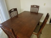 Dining Room Table and 6 Chairs in Tacoma, Washington