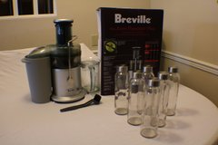 Breville 850-Watt Juice Extractor + Six Juice Bottles in Byron, Georgia