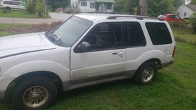 2001 Ford explorer sport in Fort Campbell, Kentucky