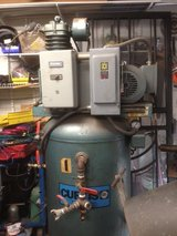 80 gallon air compressor in Schaumburg, Illinois