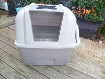 DELUX CAT LITTER TRAY in Lakenheath, UK