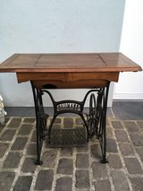 antique sewing machine table cast iron wood for table or decoration in Ramstein, Germany