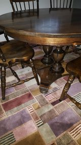 """4' round table, 6 chairs and 2-15"""" leafs in Oswego, Illinois"""