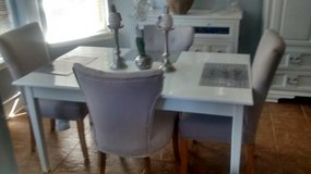 Dining Room Table & Chairs in Spring, Texas