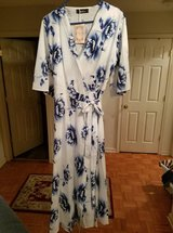 Marketplace › Clothing & Shoes - Women SIZE XL (14/16) St. Jubileens Women Wrap V-neck Dress Ban... in Clarksville, Tennessee