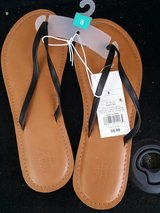 women's sandals size 8 only $2.00 each in Barstow, California