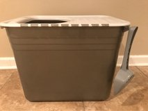 Open Top Cat Litter Box in Glendale Heights, Illinois