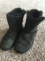 Girls size 13 black boots in Vacaville, California