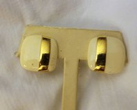 Sarah Coventry Ivory Square Gold Tone Clip On Retro Vintage Off White Cream in Kingwood, Texas