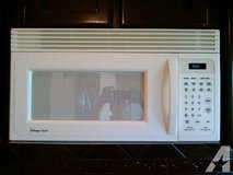 Magic Chef White Under Cabinet Mount Microwave/Vent/Light in Kingwood, Texas