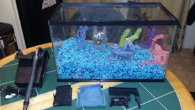 10 gallon fish tank with extra - $30 (Columbus) in Columbus, Ohio