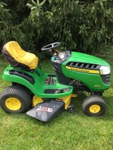 """JOHN DEERE D110 tractor only 162 hours starts runs drives very good 19.5hp motor 42"""" deck hydro ... in Chicago, Illinois"""