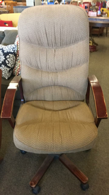 Desk Chair in Fort Leonard Wood, Missouri