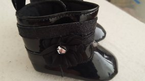 Laura Ashley Faux patent leather crib bootie sz 1 in Camp Pendleton, California