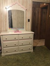 Powell girls bedroom set in DeRidder, Louisiana