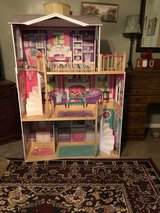 4 1/2 ft Doll house in Hinesville, Georgia