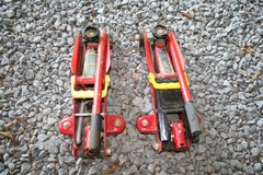 2 Ton Jacks (2) in Fort Campbell, Kentucky