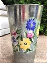 BEAUTIFUL!  HANDPAINTED FLORAL TIN VASE CONTAINER  BRAND NEW! in Wheaton, Illinois