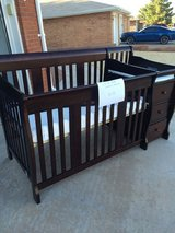 Convertible crib and changer in Alamogordo, New Mexico