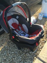 Graco infant car seat and base in Alamogordo, New Mexico