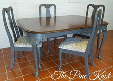 ANTIQUE DINNING TABLE AND CHAIRS in Fort Polk, Louisiana